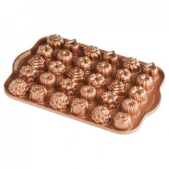 Molde Bundt Teacake and Candies Nordic Ware®