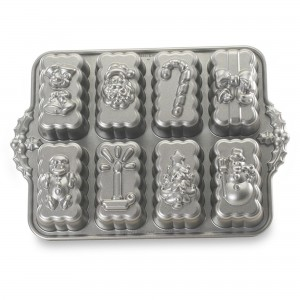 Molde Holiday Mini Loaves Nordic Ware®